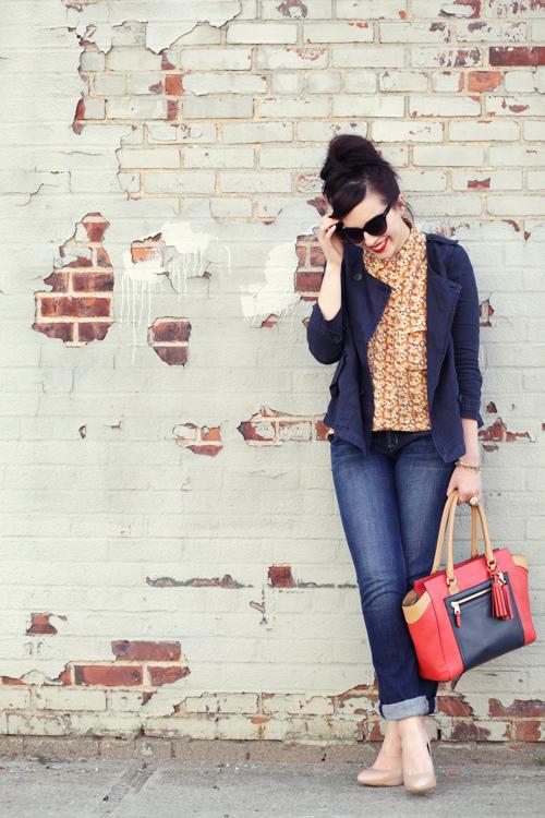 Me gustan los jeans con blusas lindas y tacones.