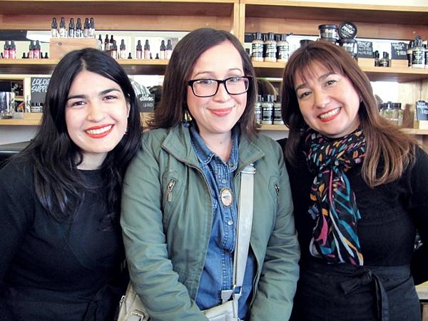 Acá junto a las chicas maravillosas que crean nuestros amados productos frescos, ¡muy amorosas ellas!