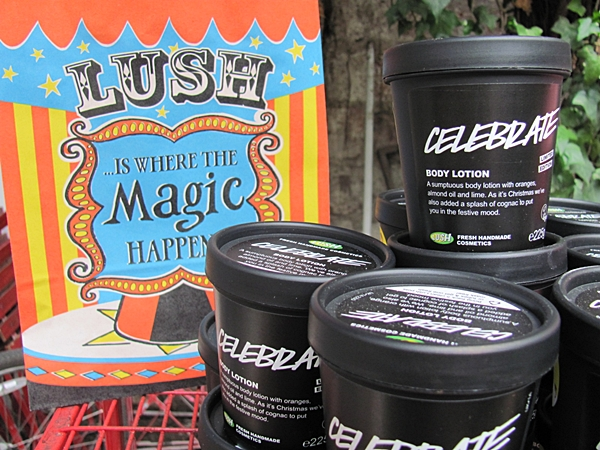 Crema corporal de un aroma muy suave. Ideal para quienes encuentran muy fuertes los aromas de Lush.