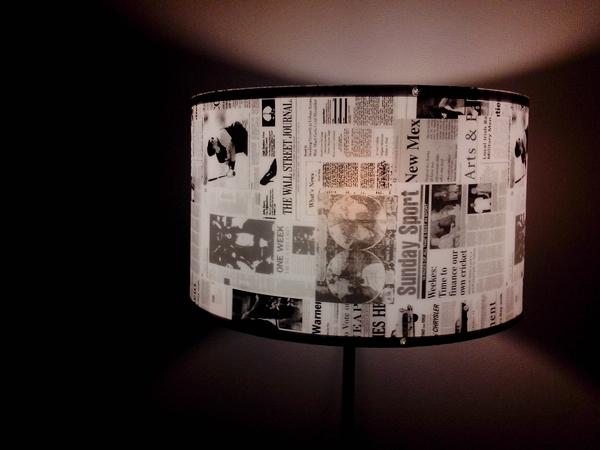 2. Fuimos al Homy y esta lámpara muy periodistica se vino con nosotros. Ahora el living está iluminado y hermoso.