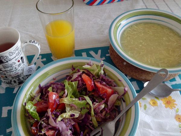 2. Pocos días almuerzo en mi casa, son los menos pero los valoro mucho.