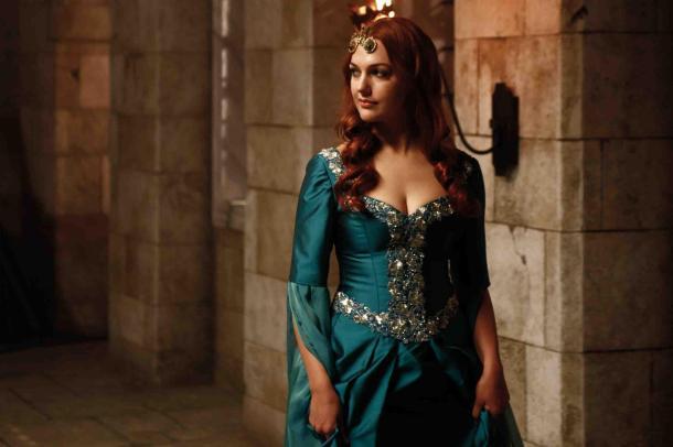 meryem_uzerli_hurrem_red_castle_movie_dress_hd-wallpaper-1247900