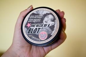 One heck of a blot, super translucent mattifying powder – Soap &Glory